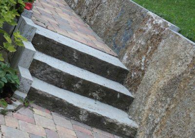 gartenweg-gepflastert-mit-treppe-1
