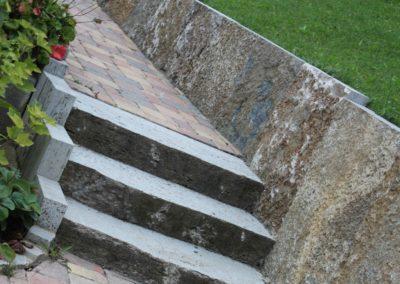 gartenweg-gepflastert-mit-treppe